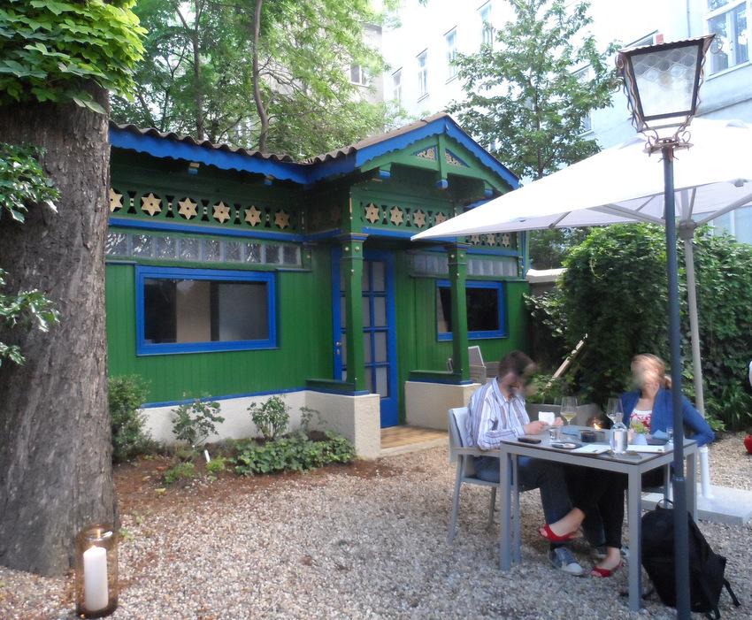 kleiner Einblick in den Garten des grace  - kekinwien.at