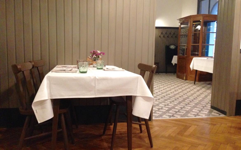 Blick zum Eingang aus einem der drei Gasträume im Léontine, Foto (c) Andrea Pickl - kekinwien.at