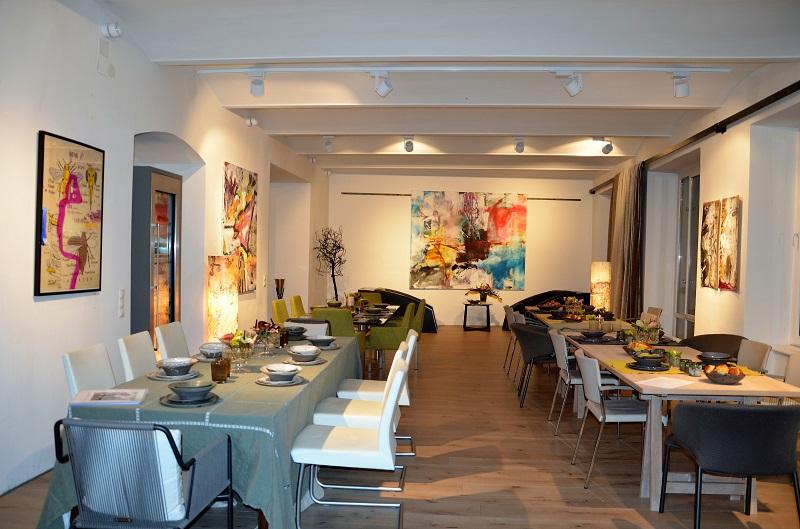 Kunst im Wohnzimmer - und was für ein Wohnzimmer! Foto (c) Nicole Ponesch