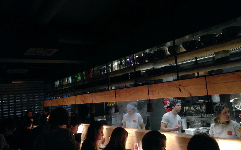 Die Kochbar in der Mochi Ramen Bar - kekinwien.at