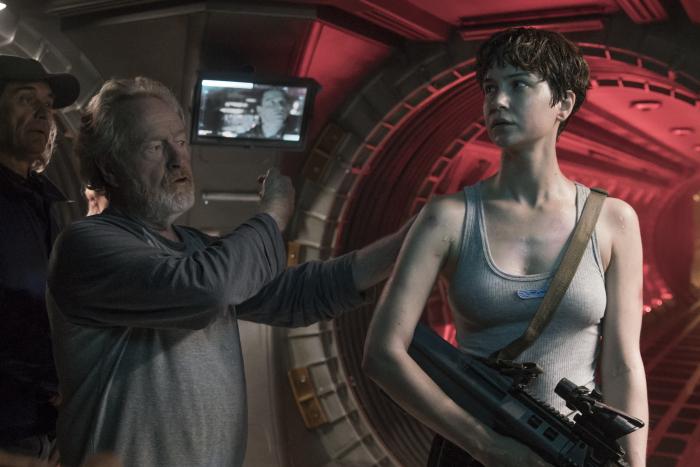 Alien Covenant, Ridley Scott bei der Arbeit mit Katherine Waterston © 2017 Twentieth Century Fox