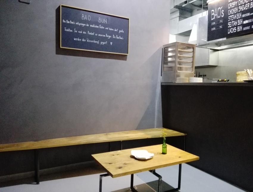 Hinter der Wand verbirgt sich die offene Küche -kekinwien.at