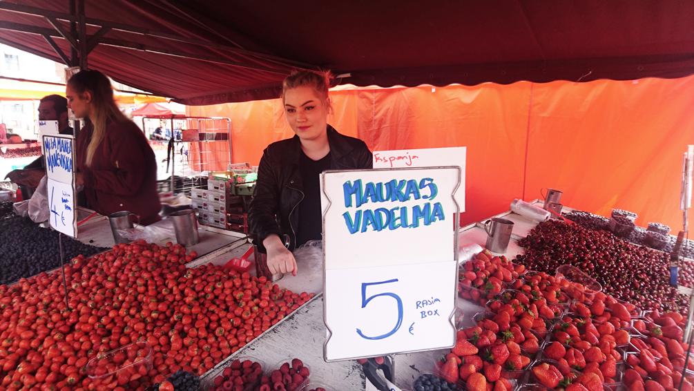 auf dem Markt in Helsinki, Erdbeeren - kekinwien.at
