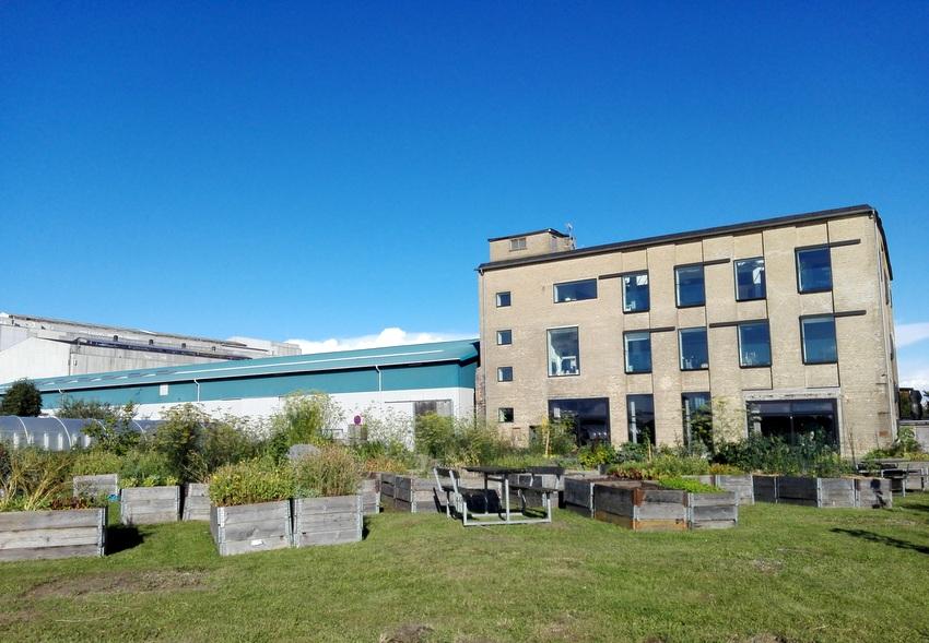 Das Gebäude am Meer, in dem das Restaurant untergebracht ist, Bild (c) Andrea Pickl - kekinwien.at