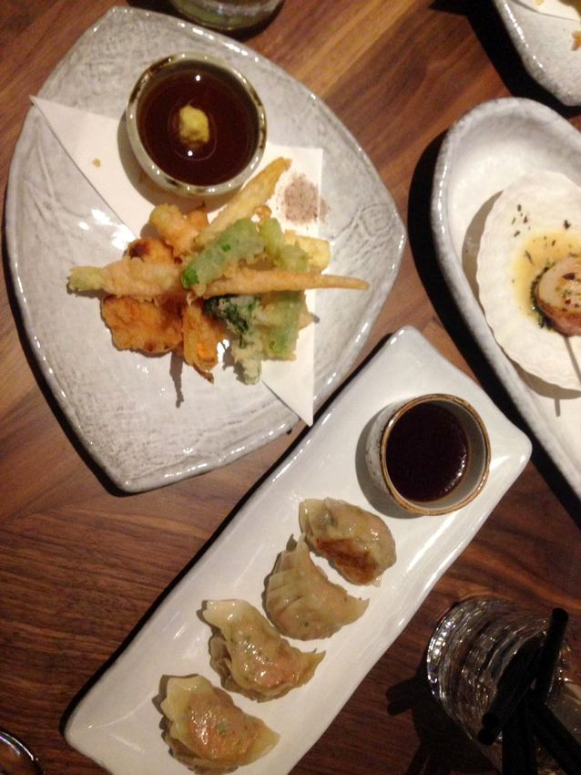 Gemüse Tempura (oben links), Gänse- und Schweineleber-Gyoza, sehr fein! (unten mittig), Bild (c) Andrea Pickl - kekinwien.at