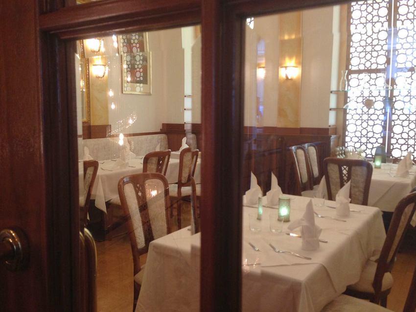 Blick in den eleganten Speisesaal der Elissar, Bild (c) Andrea Pickl - kekinwien.at