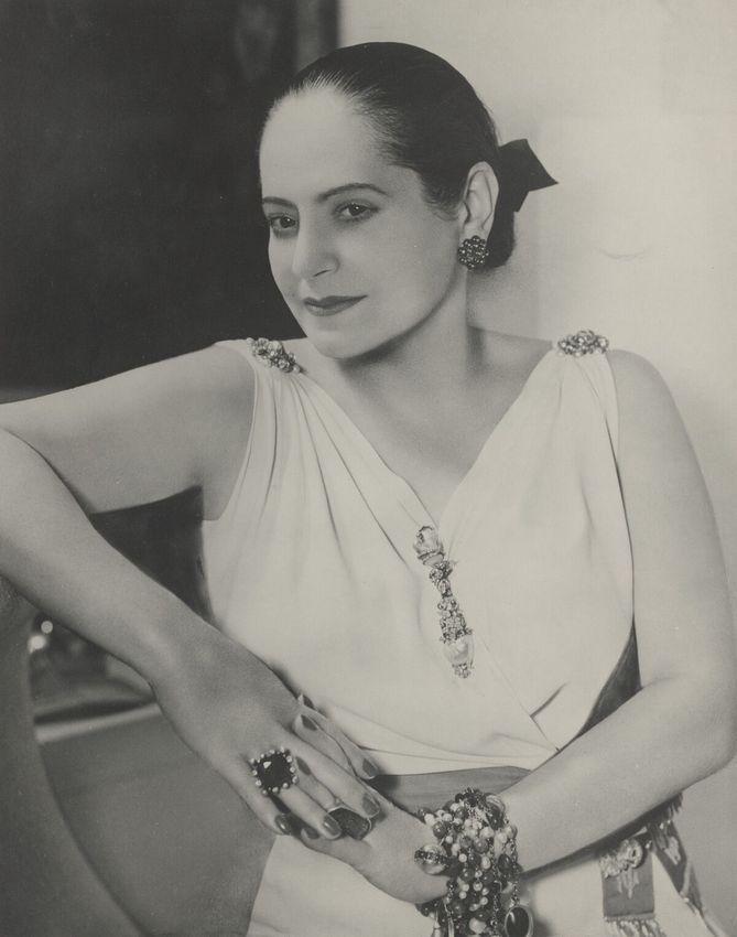 Helena Rubinstein in Schiaparelli Kleid (c) Archiv Archives Helena Rubinstein, Paris