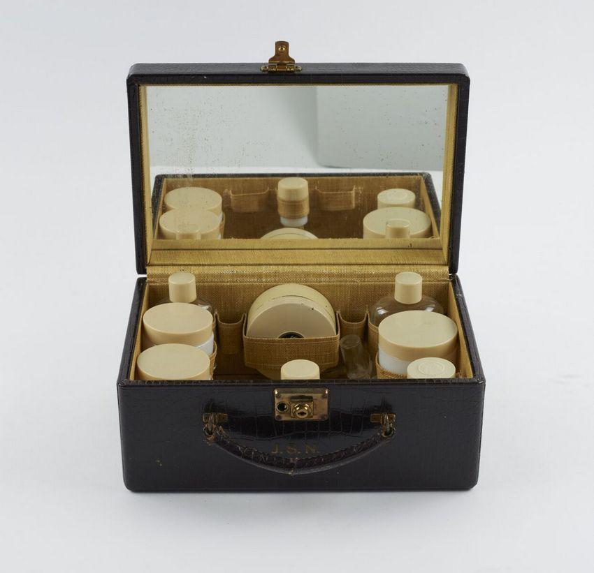 Kosmetikkoffer (c) Archiv Archives Helena Rubinstein, Paris