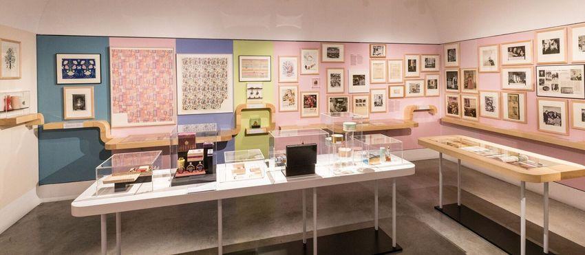 """Blick in die Ausstellung """"Helena Rubinstein"""" (c) wulz.cc"""