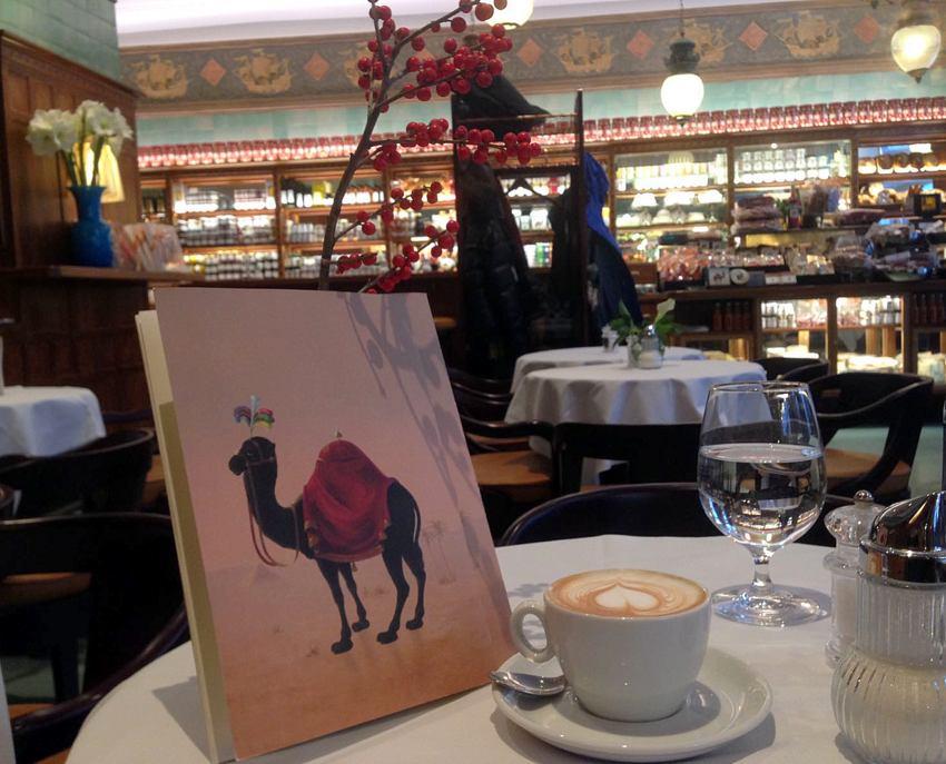 Zum Schwarzen Kameel, Logo und Kaffee, Bild (c) Andrea Pickl - kekinwien.at