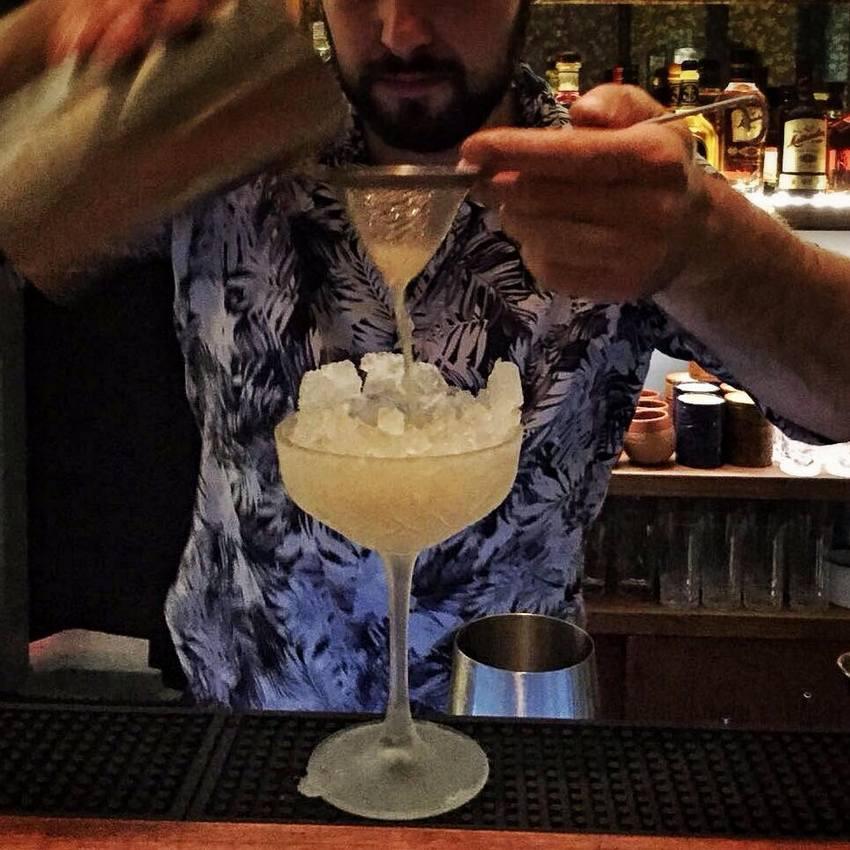 Die Entstehung eines Drinks in der Matiki Bar, Bild (c) Matiki Bar, Wien