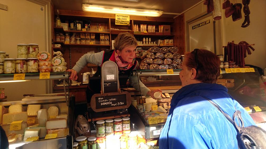 Verkaufsgespräch auf dem Wintermarkt, Bild (c) Mischa Reska - kekinwien.at