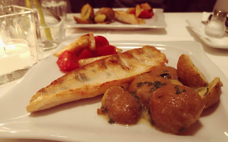 Zander mit Kartoffeln und Spargelgemüse, Donnerstagsbistro des Naschsalon, Photo (c) Andrea Pickl - kekinwien.at