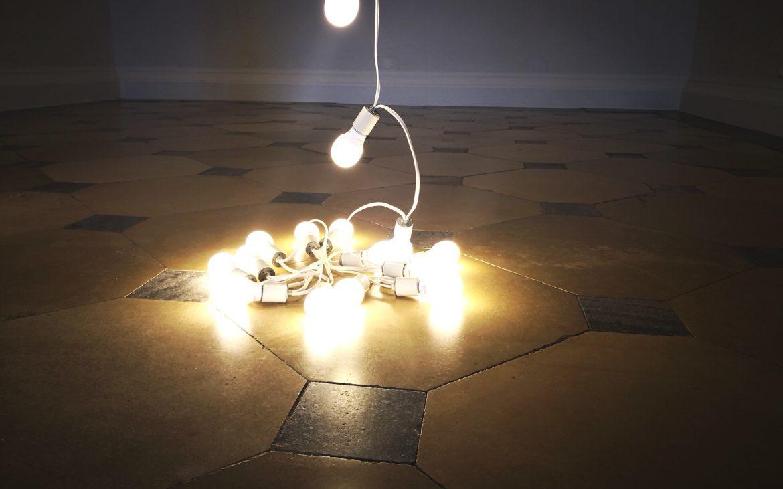"""Detail auf dem Boden aus der Arbeit von Felix Gonzalez-Torres """"Untitled"""" (Lovers - Paris), Bild (c) Andrea Pickl - kekinwien.at"""
