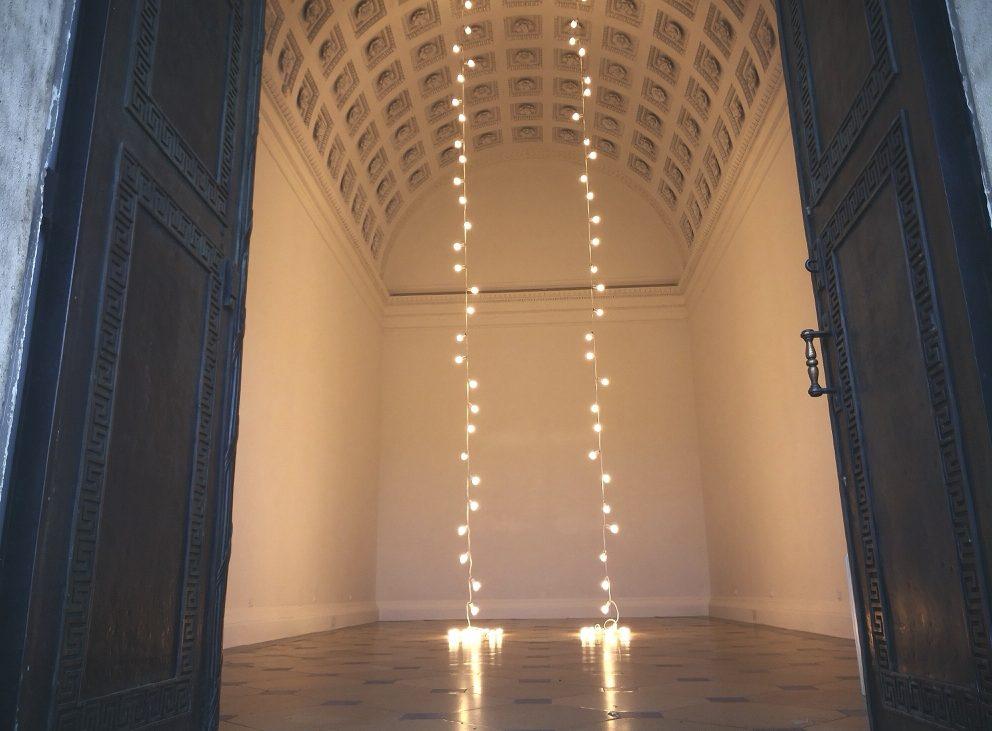 """Blick in den Theseustempel, Felix Gonzalez-Torres, """"Untitled"""" (Lovers - Paris), Bild (c) Andrea Pickl - kekinwien.at"""