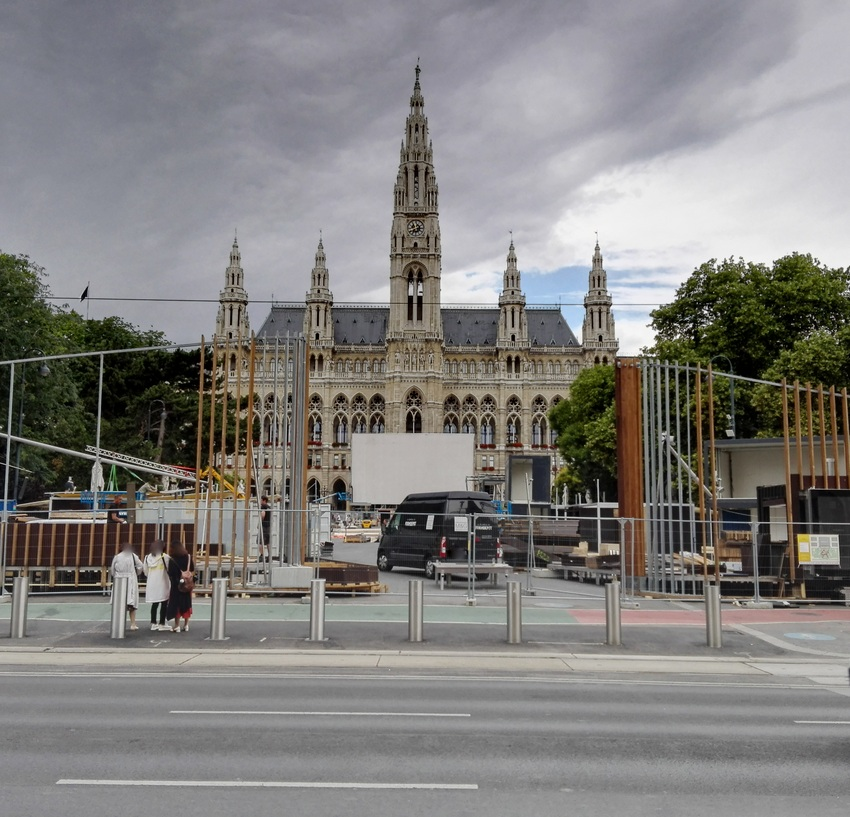 Sommerkino auf dem Wiener Rathausplatz, Aufbau, Bild (c) Claudia Busser - kekinwien.at