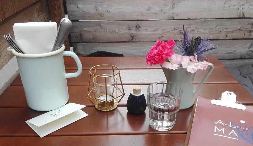 Schanigarten, mein Tisch bei Alma, Bild (c) Claudia Busser - kekinwien.at