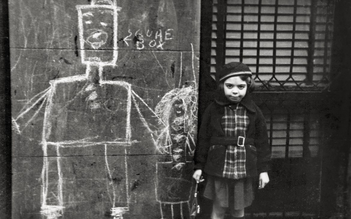 Helen Levitt, New York, ca. 1940, Silbergelatinepapier, Film Documents LLC © Film Documents LLC / Courtesy Galerie Thomas Zander, Köln