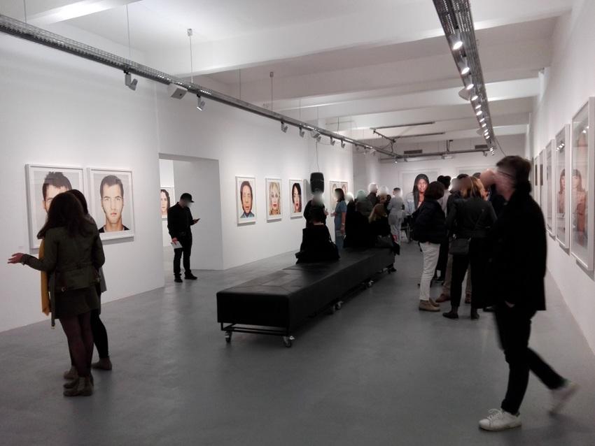 Die Eröffnung in der Galerie OstLicht war gut besucht, Martin Schoeller, Up Close, Bild (c) kekinwien.at