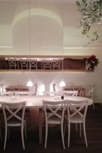 Le Bol, neu in der Naglergasse, großer Tisch in der Mitte, Bild (c) Claudia Busser - kekinwien.at
