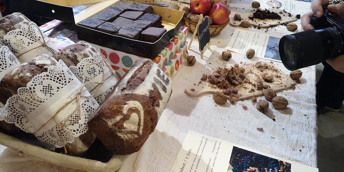 Objektiv aufs Brot gerichtet, Kruste und Krume, Bild (c) Mischa Reska - kekinwien.at