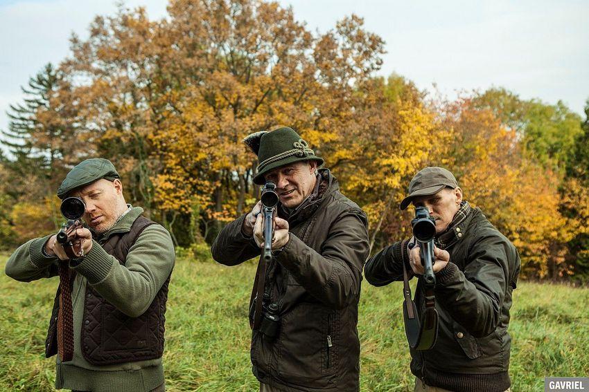 Ferdinand (links, Simon Schwarz) und Klaus (Rechts, Georg Friedrich) sind im Film Kaviar auch auf der Jagd nach dem großen Geld, Filmstill (c) 2019 Ioan Gavriel