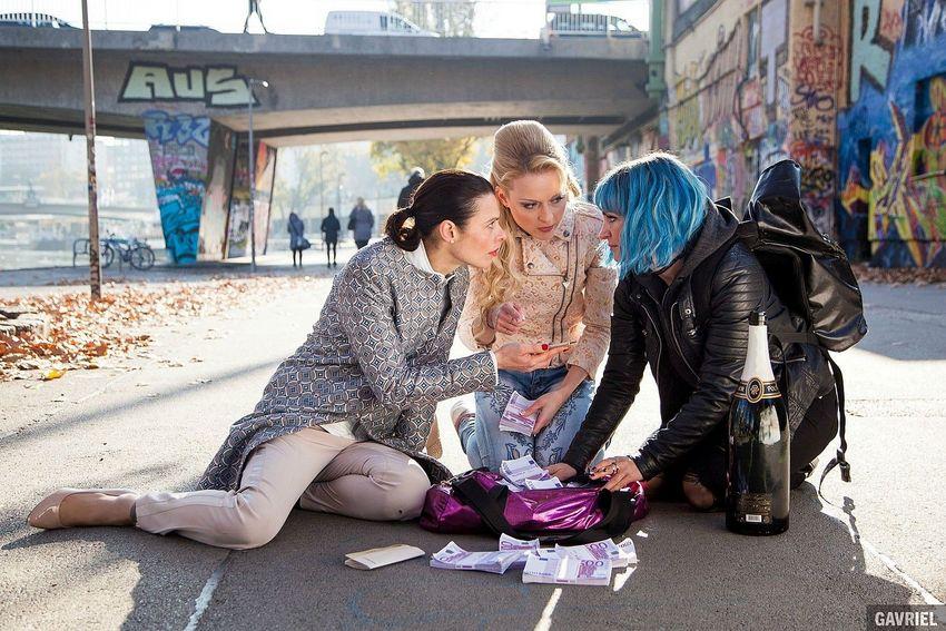 die Freundinnen Nadja, Vera und Teresa im Film Kaviar, Filmstill (c) 2019 Ioan Gavriel
