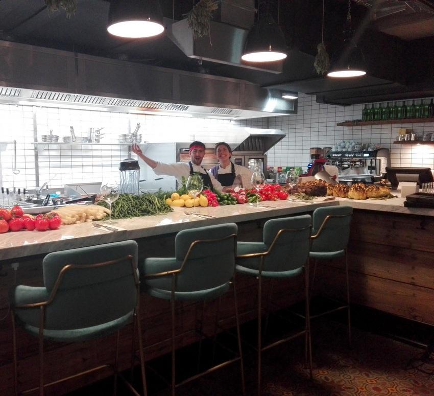 ein Teil des Küchenteams im Seven North am Tag der Eröffnung, Bild (c) Claudia Busser - kekinwien.at