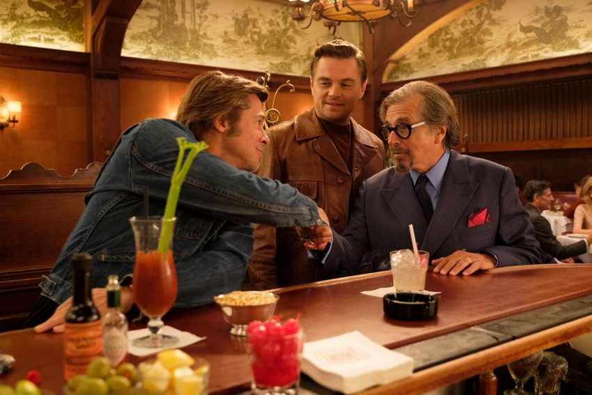 © 2019 Sony Pictures Entertainment Deutschland GmbH Cliff Booth (BRAD PITT), Rick Dalton (LEONARDO DICAPRIO) und Marvin Schwarzs (AL PACINO) in Sony Pictures' ONCE UPON A TIME... IN HOLLYWOOD