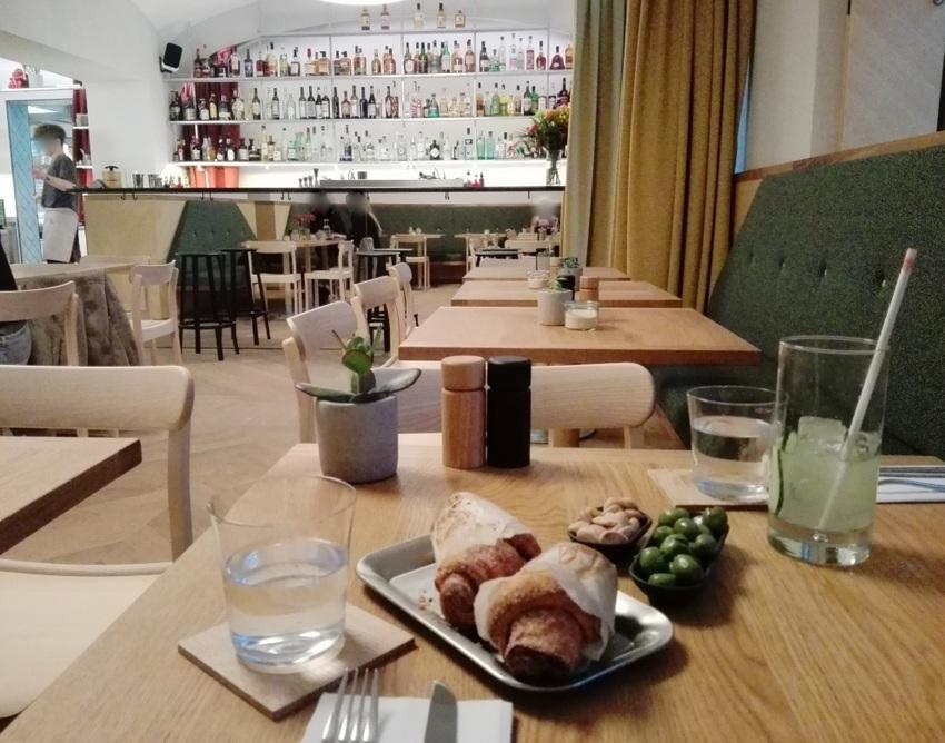 Lieblingsplatz im Café Kandl, Bild (c) Claudia Busser - kekinwien.at