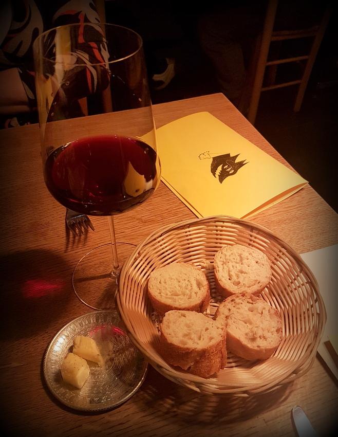 Noble Savage, Wein und Brot, Bild (c) Miriam Fischer - kekinwien.at