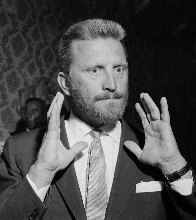 Kirk, Douglas, 1955. Der Bart ist der Darstellung von Vincent van Gogh geschuldet. Bild (c) Behrens, Herbert / Anefo-[1]Dutch National Archives, The Hague, Fotocollectie Algemeen Nederlands Persbureau (ANEFO), 1945-1989bekijk toegang 2.24.01.03 Bestanddeelnummer 907-3152