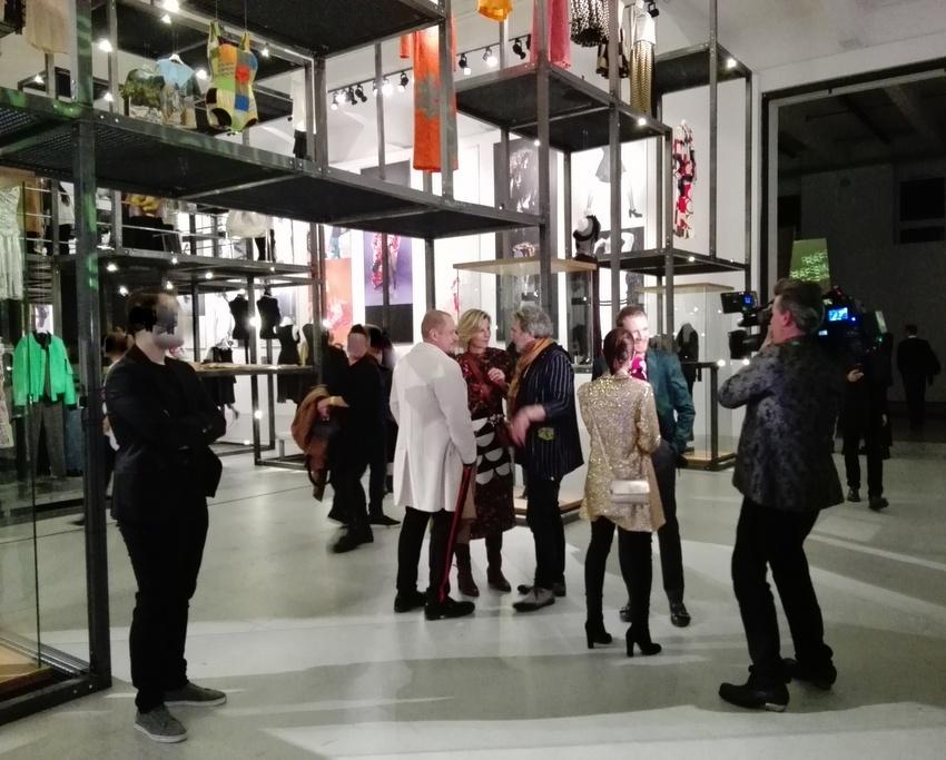 Präsenz von Medien und VIPs bei der Eröffnung von SHOW OFF im MAK, Bild (c) Claudia Busser - kekinwien.at