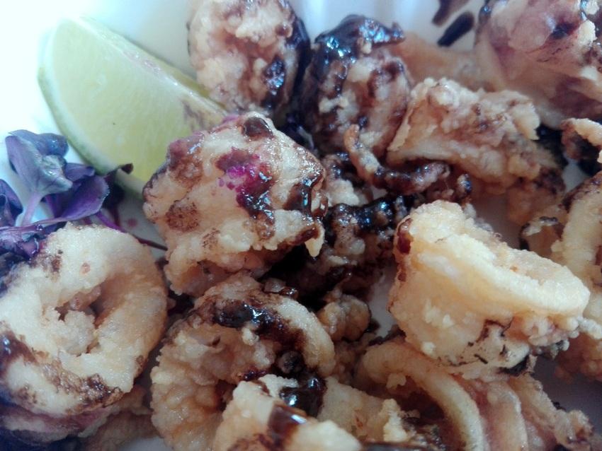 Calamari fritti / Black-Garlic-Aioli , das Ferment, Bild (c) Claudia Busser - kekinwien.at