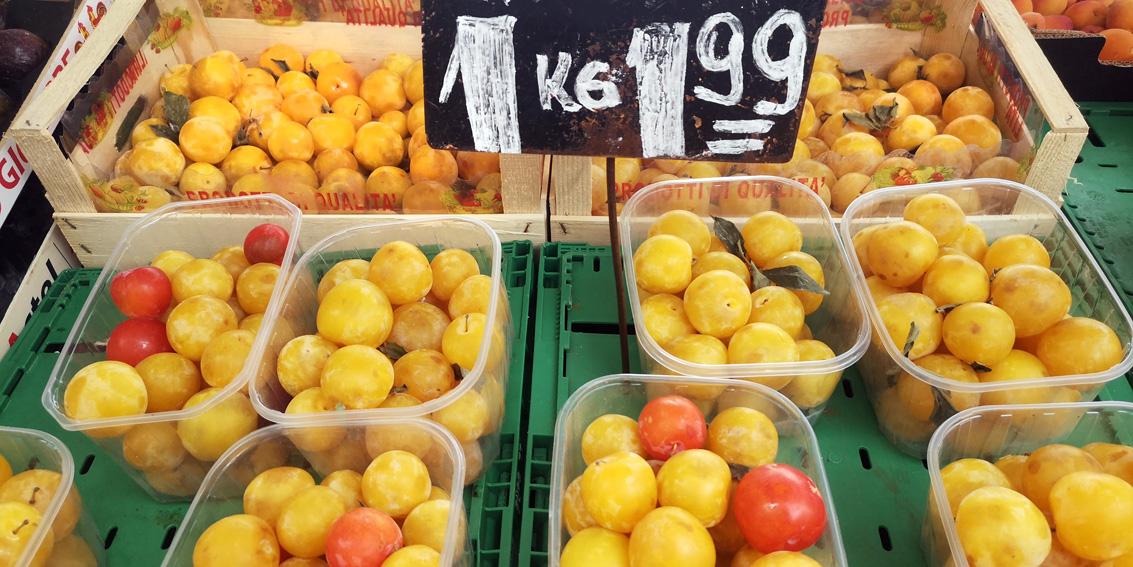 Pflaumen, auf dem Markt im Sommer, Bild (c) Mischa Reska - kekinwien.a